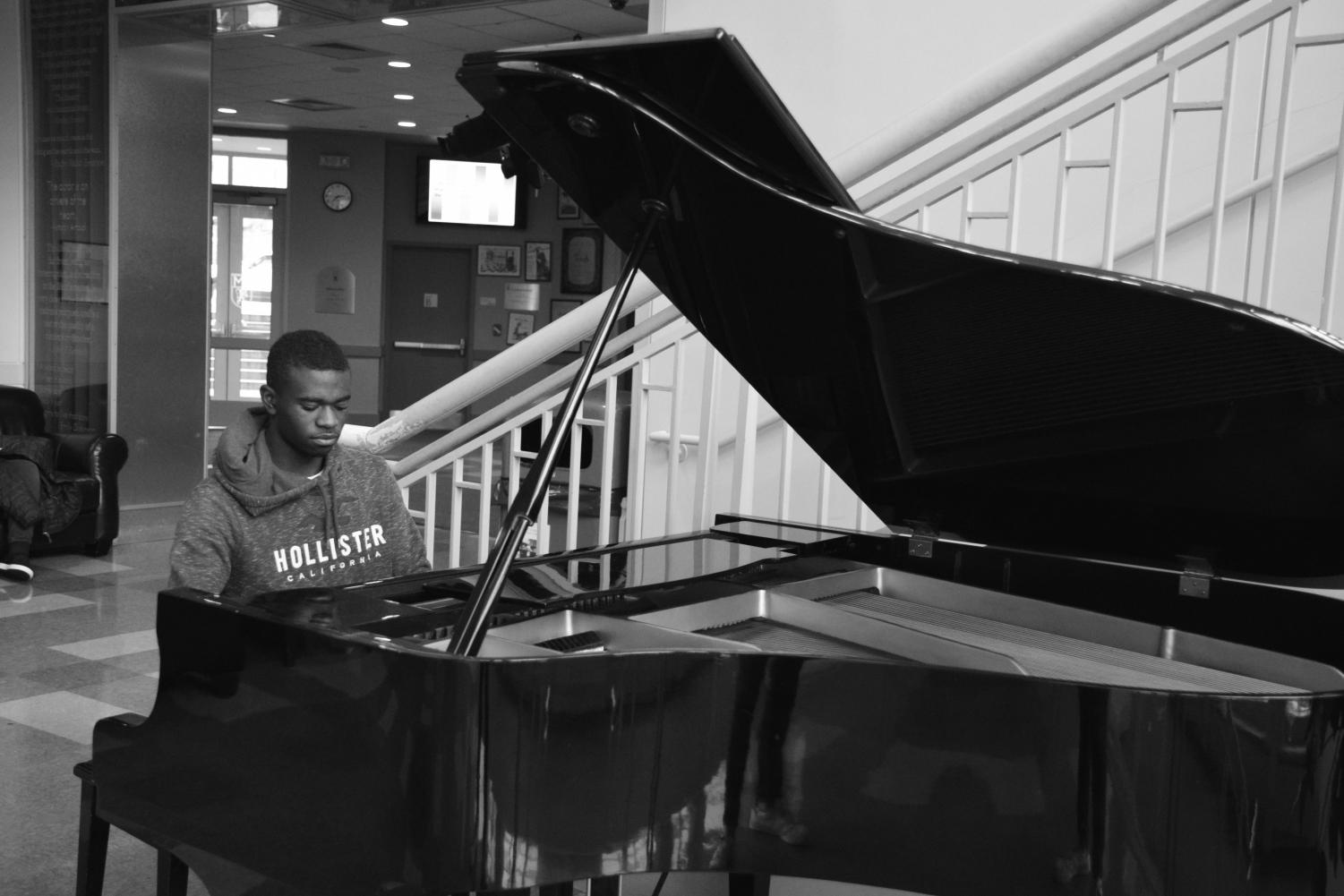 THE PIANO MAN: Craig Murray (11) plays the piano in Olshan Lobby.