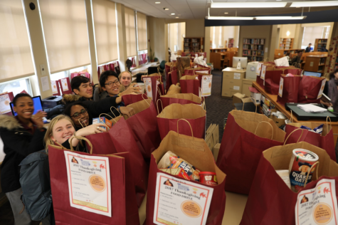 Advisories participate in annual Thanksgiving Common Pantry donation